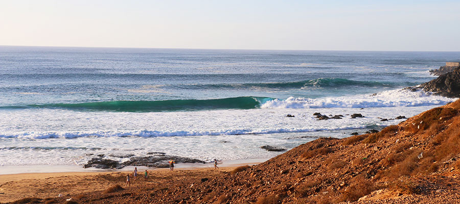 Surfing in the winter with our surfcamp on fuerteventura – surfing lessons on 11. December 2014