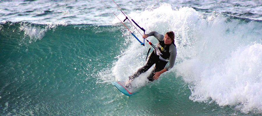 Learn to kitesurf with the Surfcamp Fuerteventura on the Canary Isles