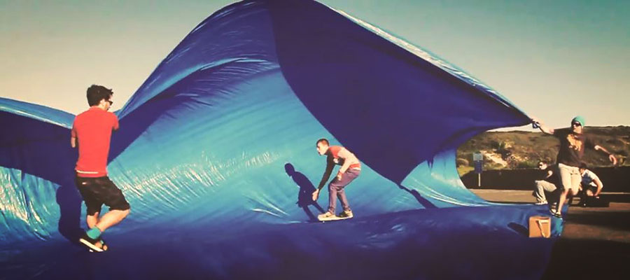 No waves and no surf holidays? Just try tarp surfing