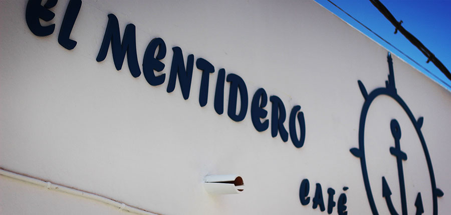 "A new café in El Cotillo ""El Mentidero"""