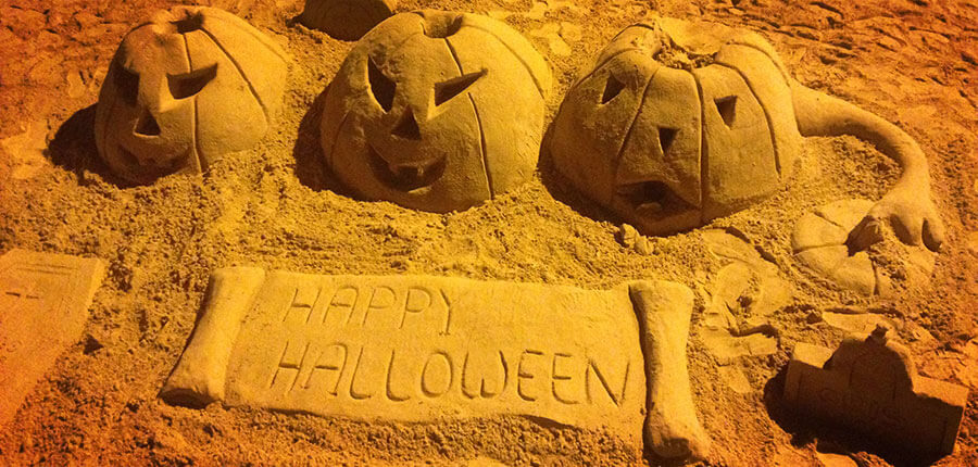 Happy Waves and Happy Halloween in our Surfcamp on Fuerteventura – Photospecial of Week 44