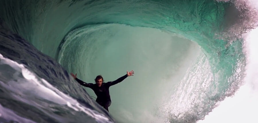 Stunning surf movie from Chris Bryan and the pictures of the surfing lessons on 16. December 2014