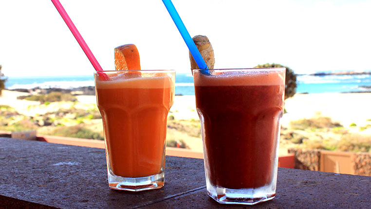 Smoothies in front of the lagoons