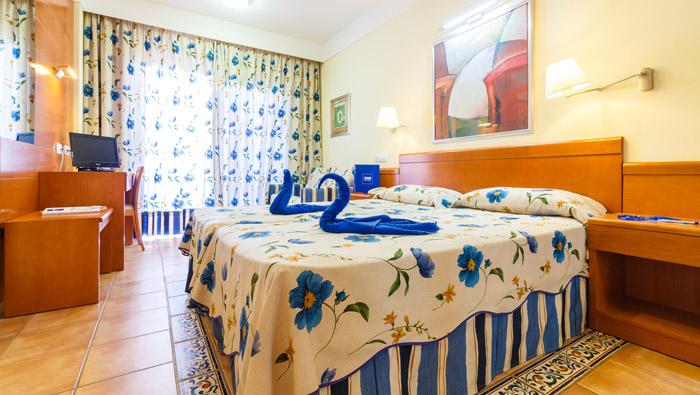 A cody bedroom in Cotillo Beach Hotel