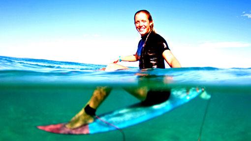 Auf dem Surfboard sitzen
