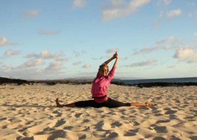 sunset-yoga-am-strand